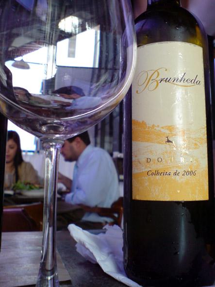 A Malvasia Fina deixa este vinho com um gosto meio azedo